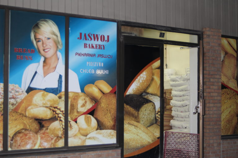 At Jaswoj Bakery in Mississauga Fresh bread baked at night to be ready for morning. http://www.jaswojbakery.ca/ Marek J.Goldyn Foto - Euro Canda News